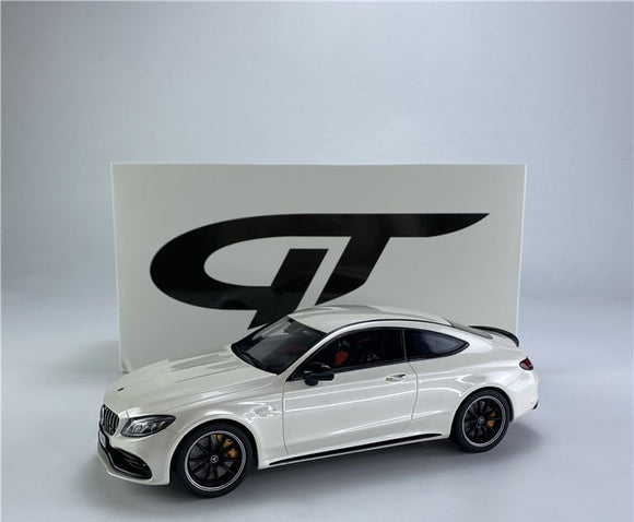 Mercëdes-Benz AMG C63 S Coupé Diamond White 1/18 GT SPIRIT CLDC004