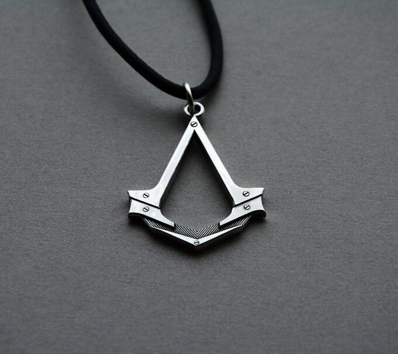 2017 New Assassin's Creed necklace the Antique Silver Assassins Cosplay Pendant Game Accessories With Leather Rope