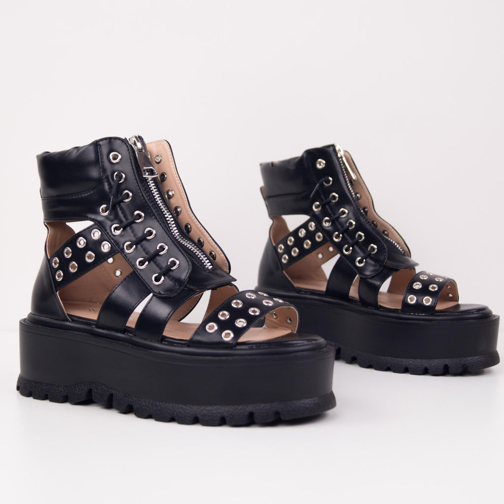 GRUNGY - FLATFORM BOOT WITH STUDS