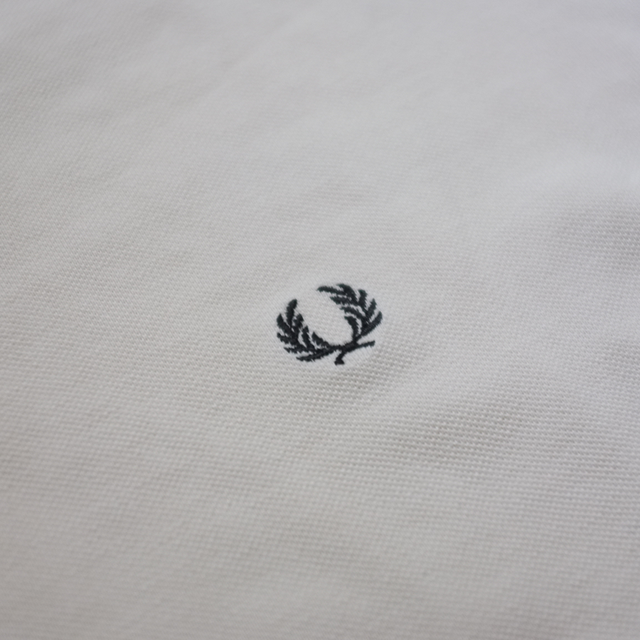 Fred Perry V-Neck T-Shirt Small - Double Double Vintage