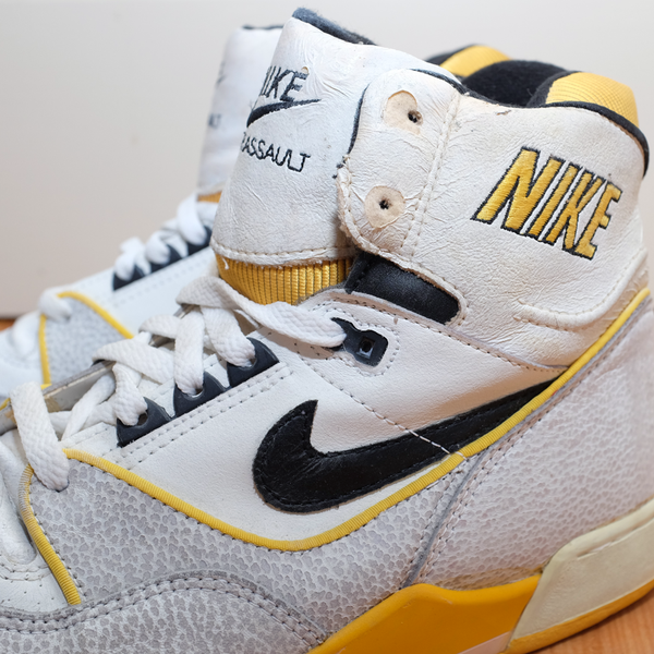 Vintage Nike Air Assault   Condition: Great vintage condition, almost Deadstock, seems wearable but can't guarantee due to age   Size: US 11.5 // EU 45.5   OG Nike Pair from 1988 including original Box and Arch Supports