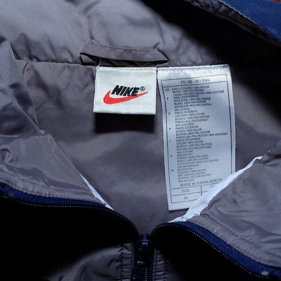 Vintage Nike Trackjacket  Condition: Great   Size: XL  Nice 90s OG colorway, Print on front and back, big swoosh embroidery on back