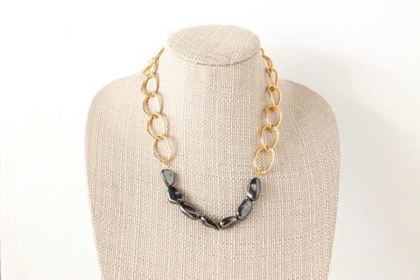 Rock Around Necklace in Gunmetal