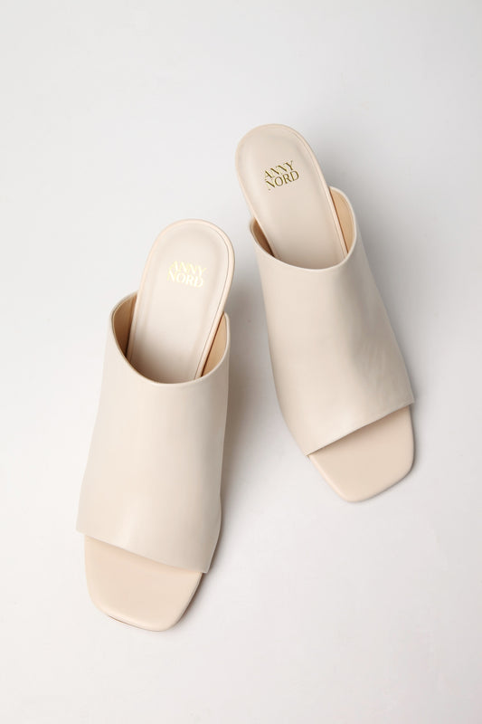 Clean cut, cream colored leather mule from premium Swedish shoe brand ANNY NORD.