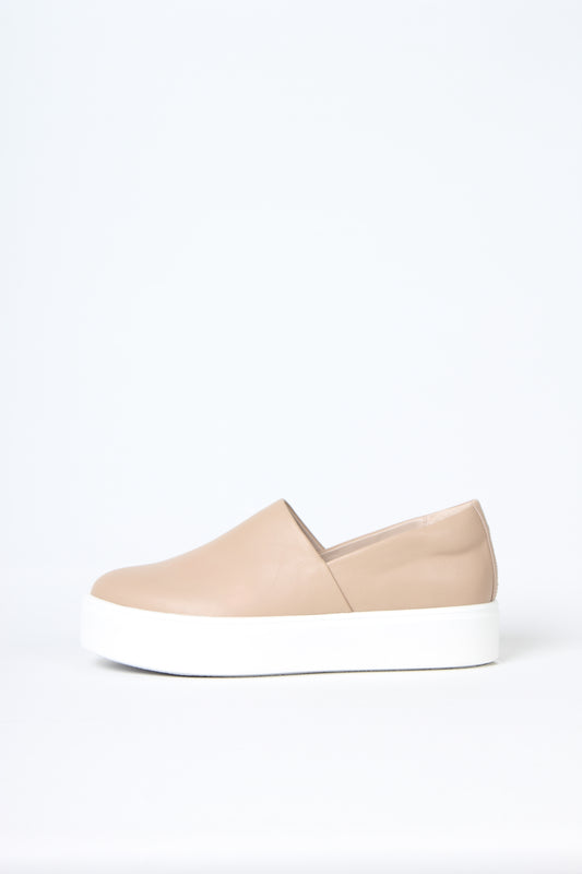 Minimalist sneaker - No seams - No frills - No Nonsense, from Swedish shoe brand ANNY NORD. Here in pale nude sheep napa leather.