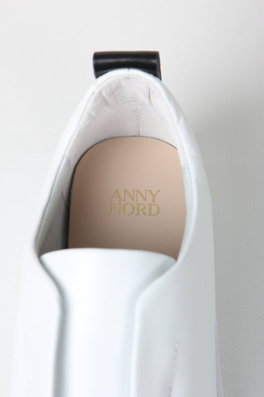 Premium slip-on sneakers in white calf leather from Swedish shoe brand ANNY NORD.