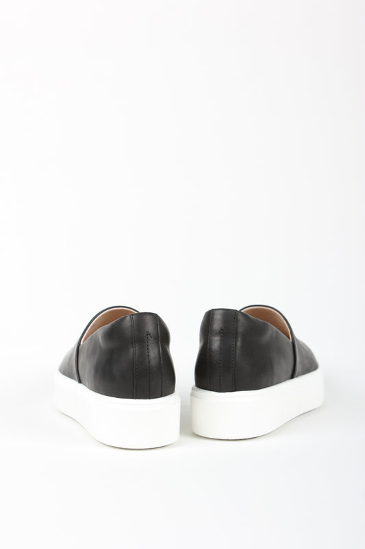 Minimalist sneaker - No seams - No frills - No Nonsense, from Swedish shoe brand ANNY NORD. Here in black calf leather.