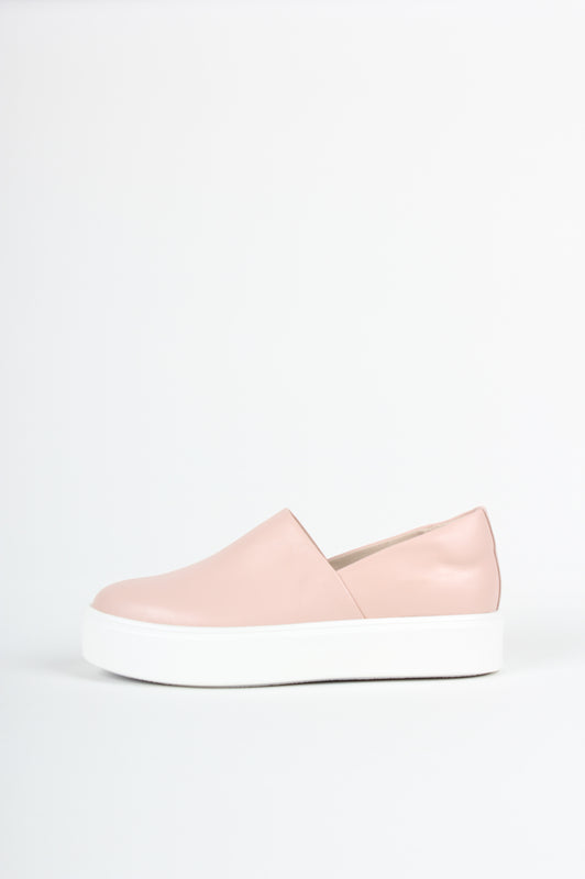 Minimalist sneaker - No seams - No frills - No Nonsense, from Swedish shoe brand ANNY NORD. Here in pale apricot sheep napa leather.