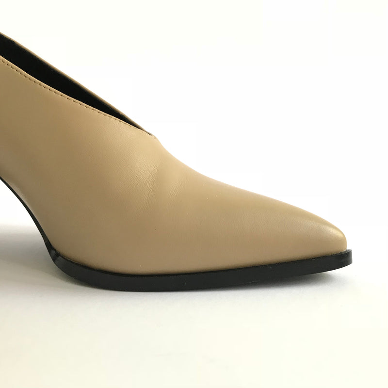 Side detail of Roach Killer V-cut pump from Swedish shoe brand ANNY NORD.  A classic shoe with a modern twist.