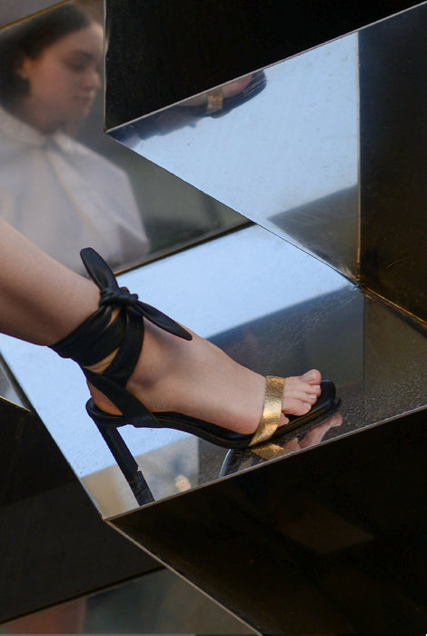 Wrap tie, party sandal in black and gold metallic leather from Swedish shoe brand ANNY NORD. Heel height 80 mm.