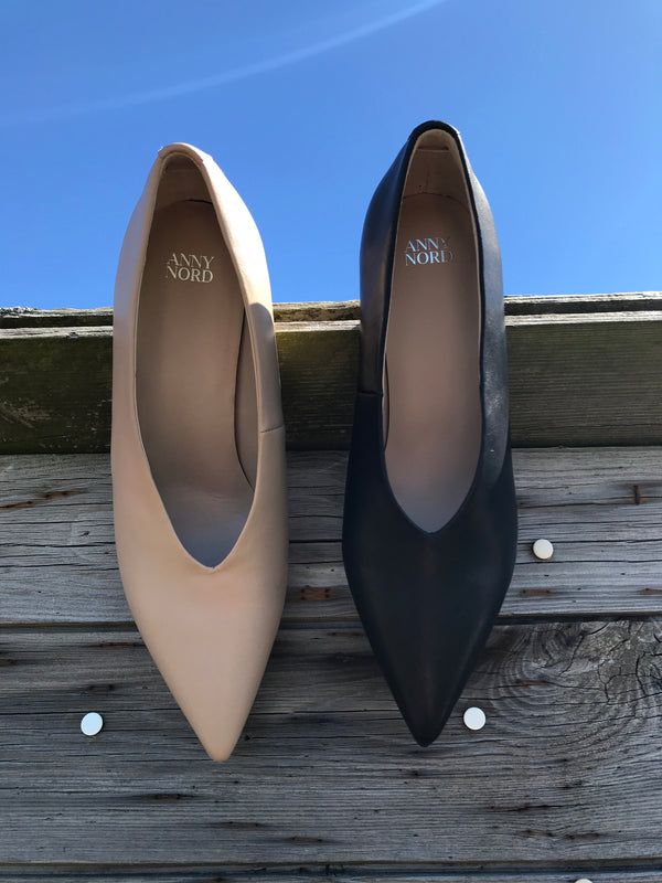 Pale nude and Black V-cut pumps from Swedish shoe brand ANNY NORD. A classic shoe with a modern cut. The shoe equivalent of the little black dress.