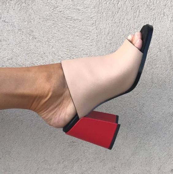 Mule in trendy color blocking combination and a flared heel from Swedish shoe brand ANNY NORD.