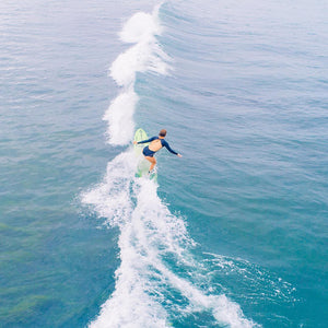 How Surfing Mother Ocean, Community, and Chutzpah created a surf suit that celebrates equality in the line up! Interview with Jessica Boynton; Founder of Hakuna Wear