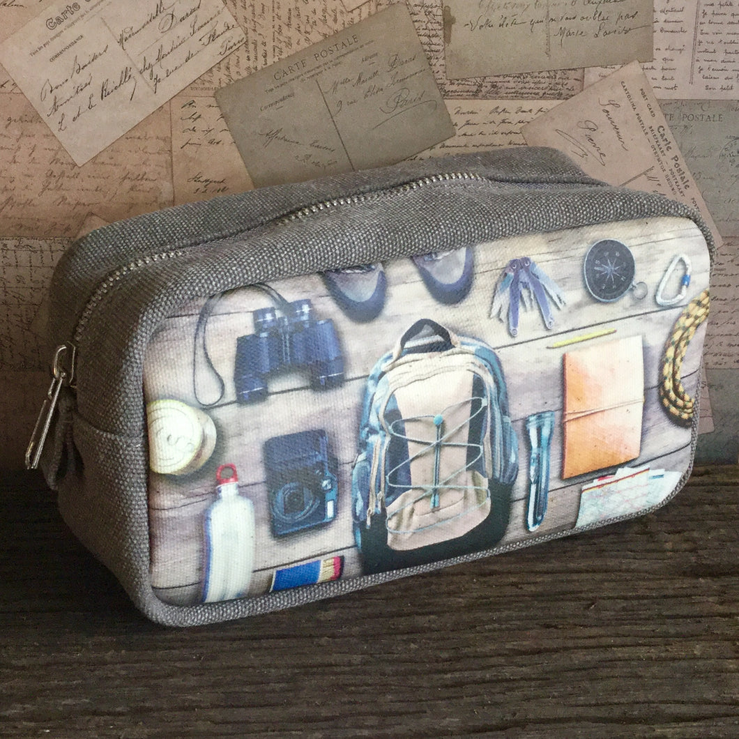 Great for the adventurer, the 'Wilderness' wash bag is printed on both sides with photographic explorer images, on thick canvas fabric.