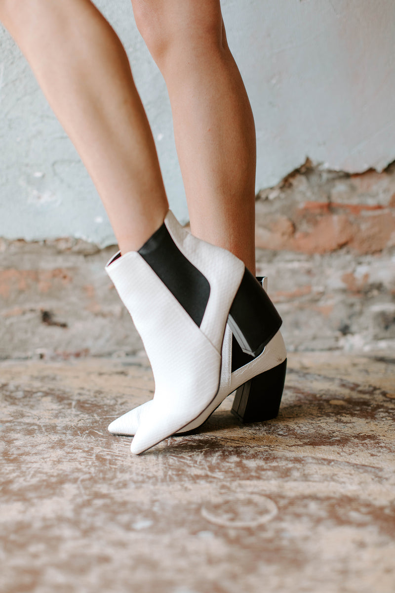 WHITE SNAKE SCALE BOOTIE