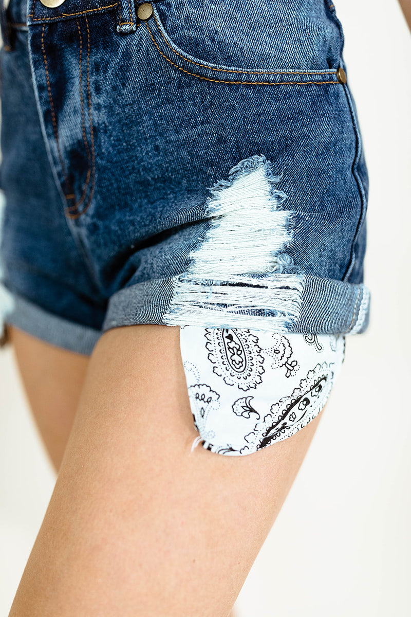 BANDANA POCKET DENIM SHORTS