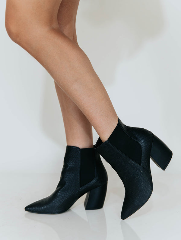 SAMANTHA BLACK SNAKE BOOTIES