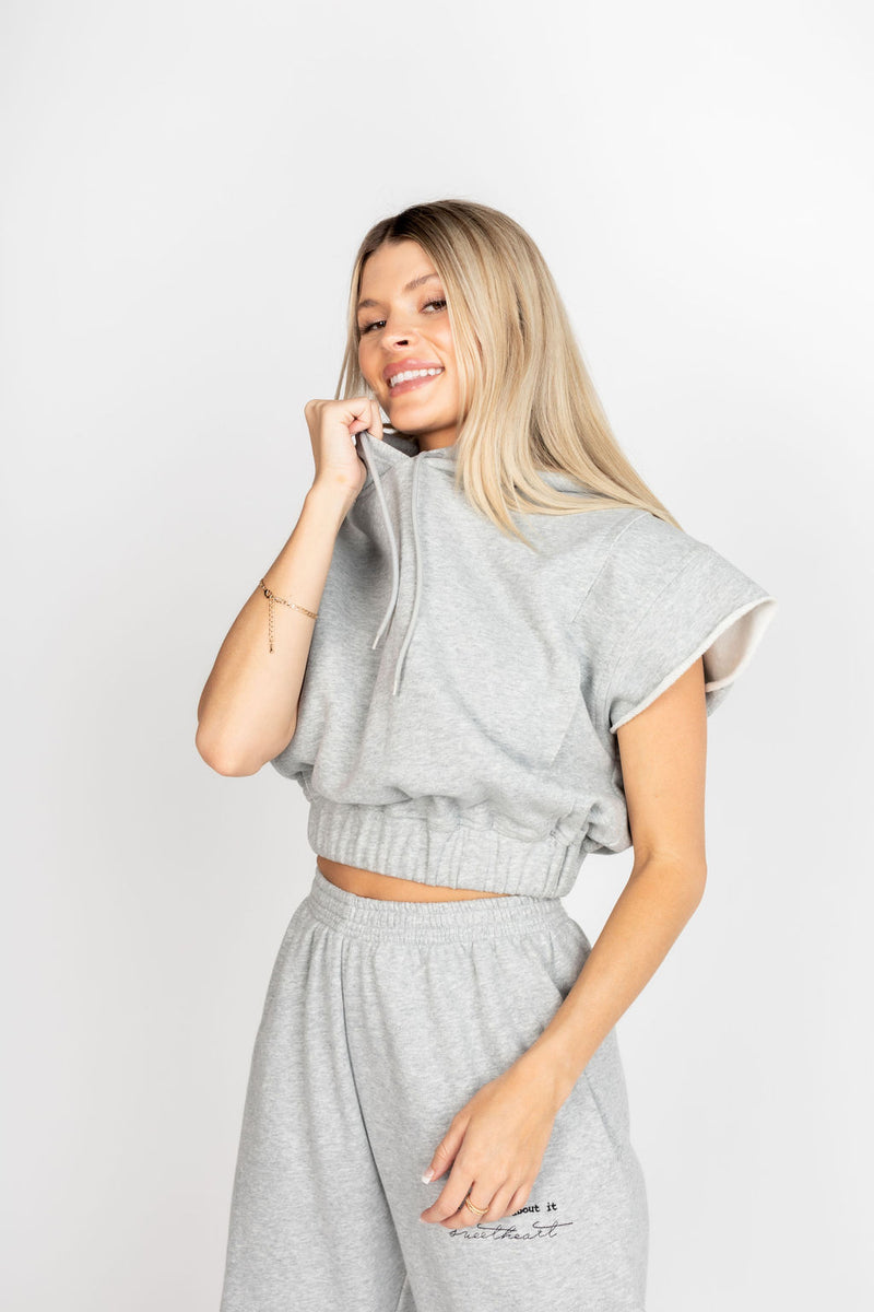 DONT WORRY CROPPED SLEEVELESS HOODIE