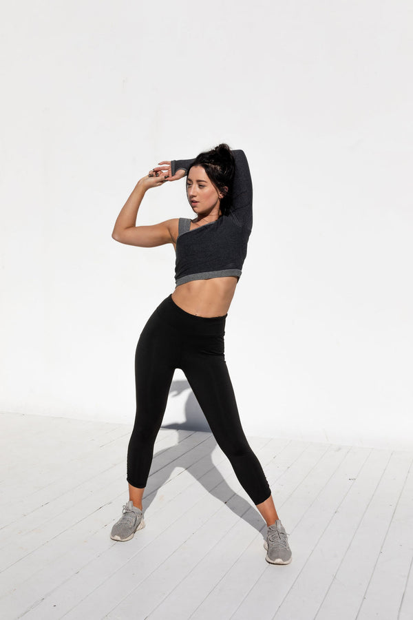 TRACY SIDE SCRUNCH BLACK CROPPED LEGGINGS