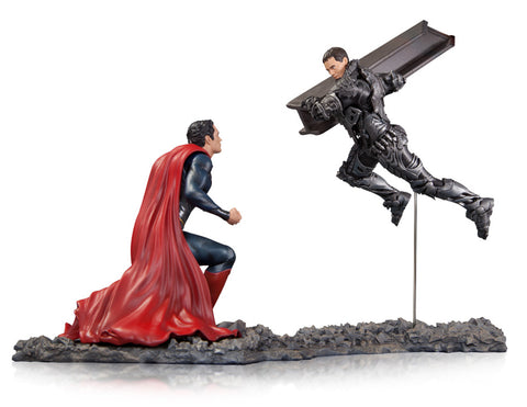 Man Of Steel Superman VS Zod 1:12 Scale Statue