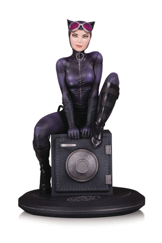 DC Cover Girls Catwoman By Joelle Jones 9 Inch Resin Statue