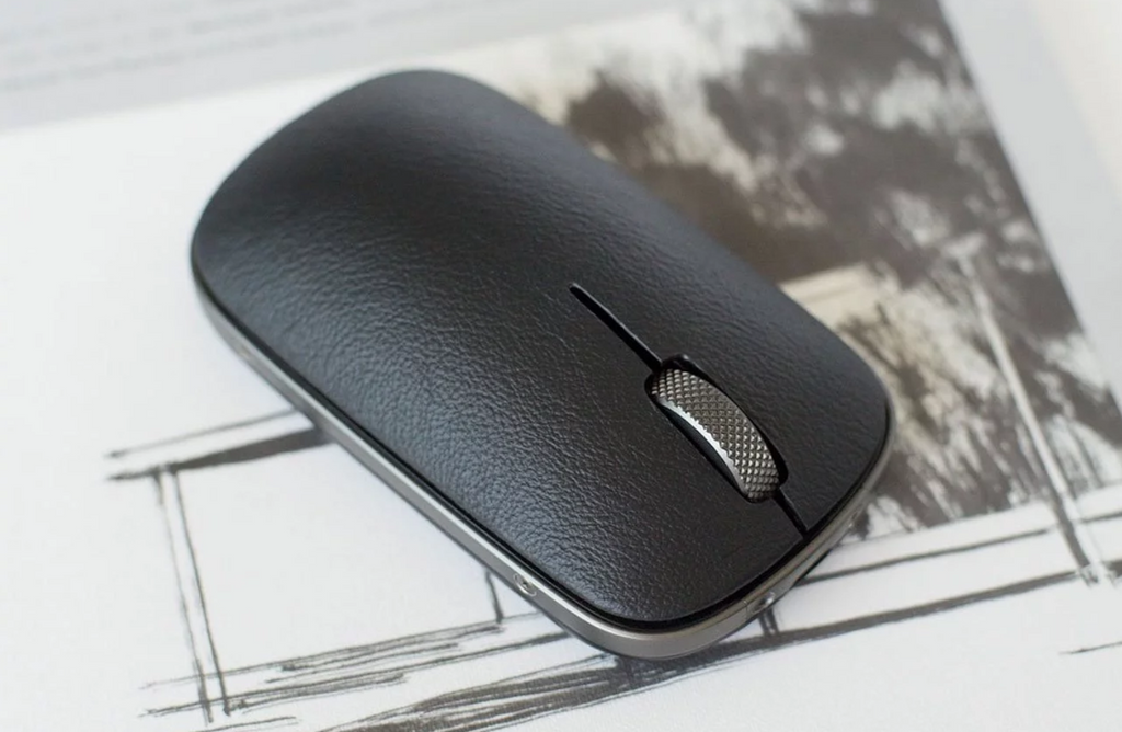 theGadgetFlow: AZIO Retro Classic Mouse works on almost any surface