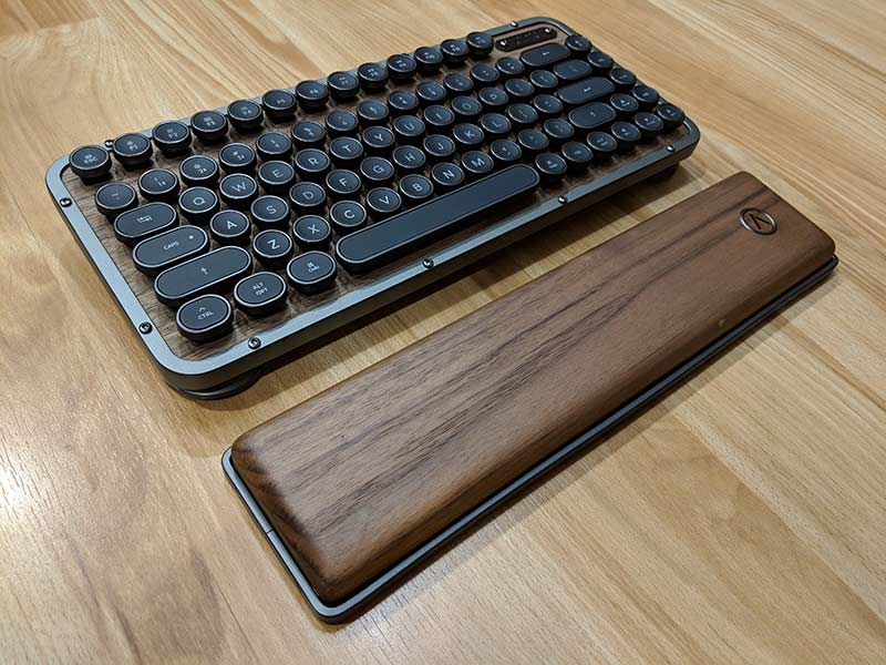 The Gadgeteer: AZIO RCK Retro Compact Keyboard review