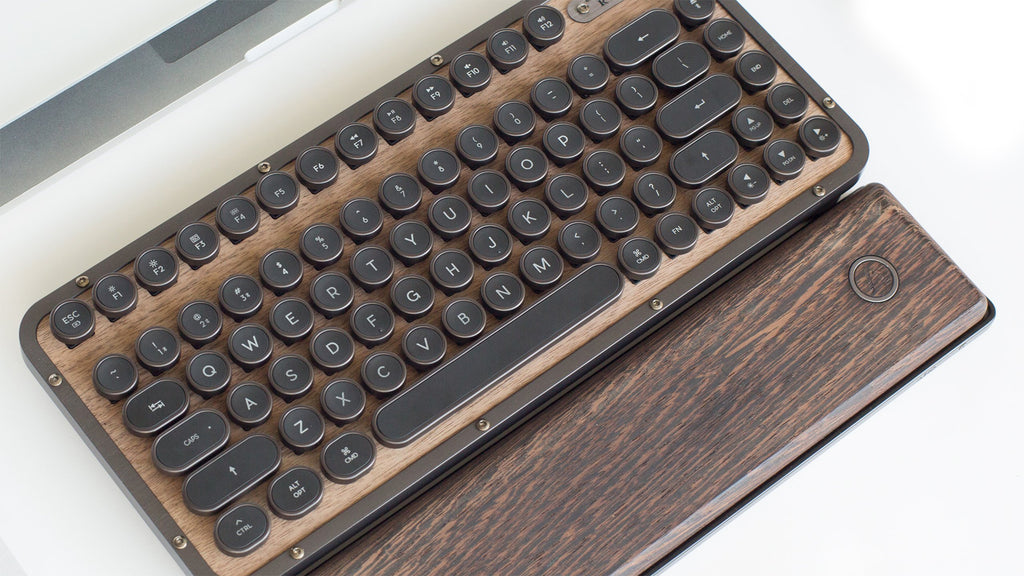 KOTAKU: They Made a Retro Compact Keyboard Out of Wood