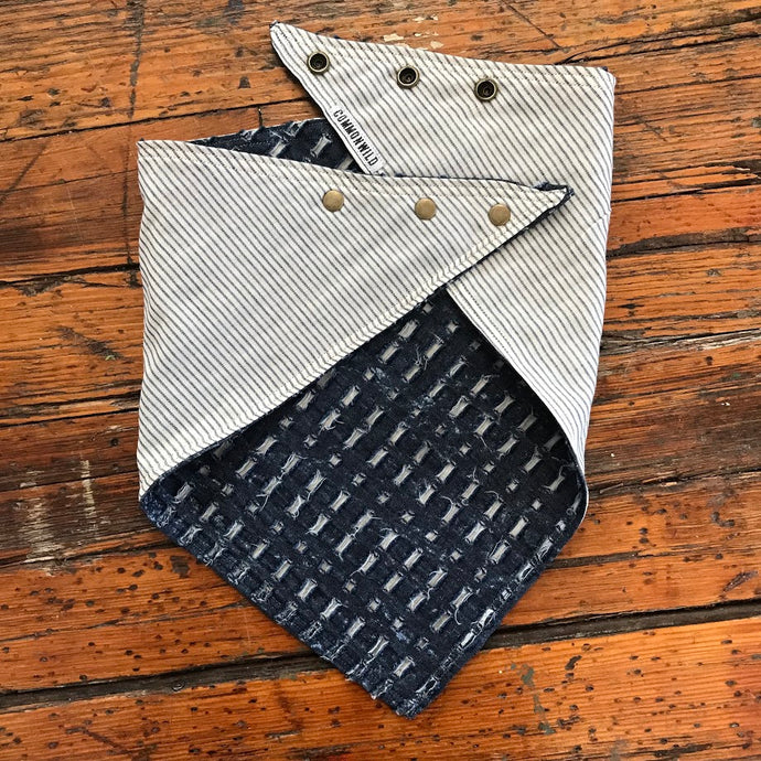 BANDANA TEXTURED INDIGO W/ BONE STRIPE