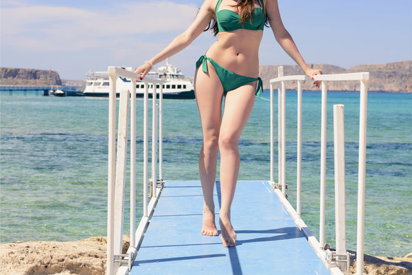 Swimwear for hourglass shapes - green bikini