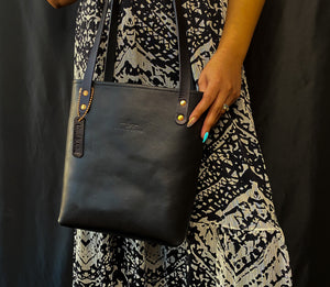 Medium Lotus Tote ~ Black