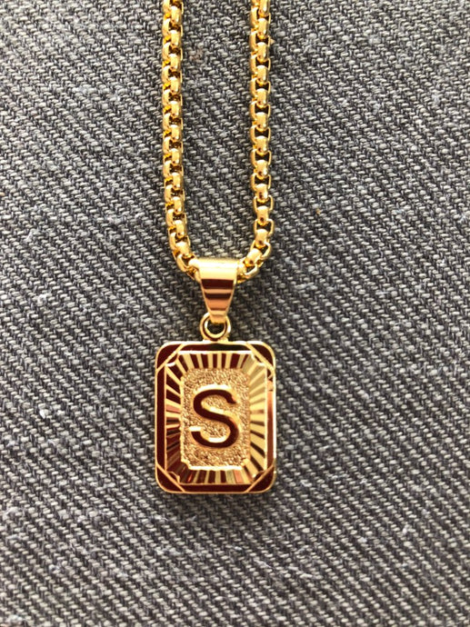 Rise Initial Pendant Necklace (Gold)