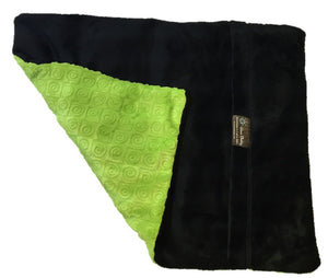 "Square microwavable weighted warming blanket 15""x19""- kiwi green swirl - top folded corner view - black reverse side black fur"