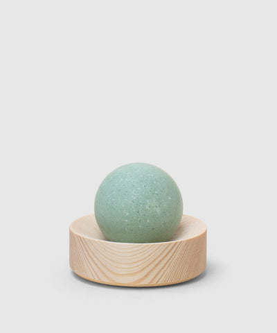 HetKiNen's eucalyptus-lemon salt soap with wooden soap dish