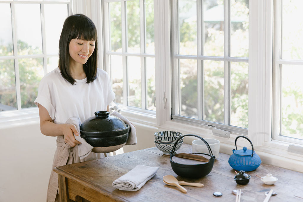 Cast Iron Japanese Hot Pot With Wooden Lid