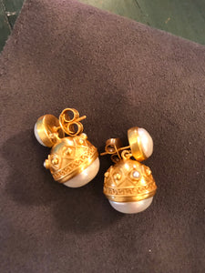 Julie Vos Medici Gold & Pearl Earrings