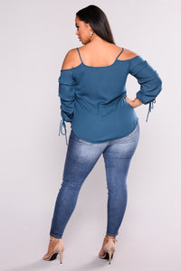 Ladies Plus Size Faded Knee Rip Skinny Jean