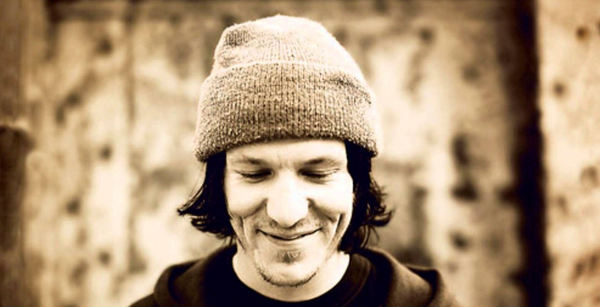 Elliott Smith's 'Pretty (Ugly Before)' Gets A Limited 7 Inch Repress In Electric Blue & White