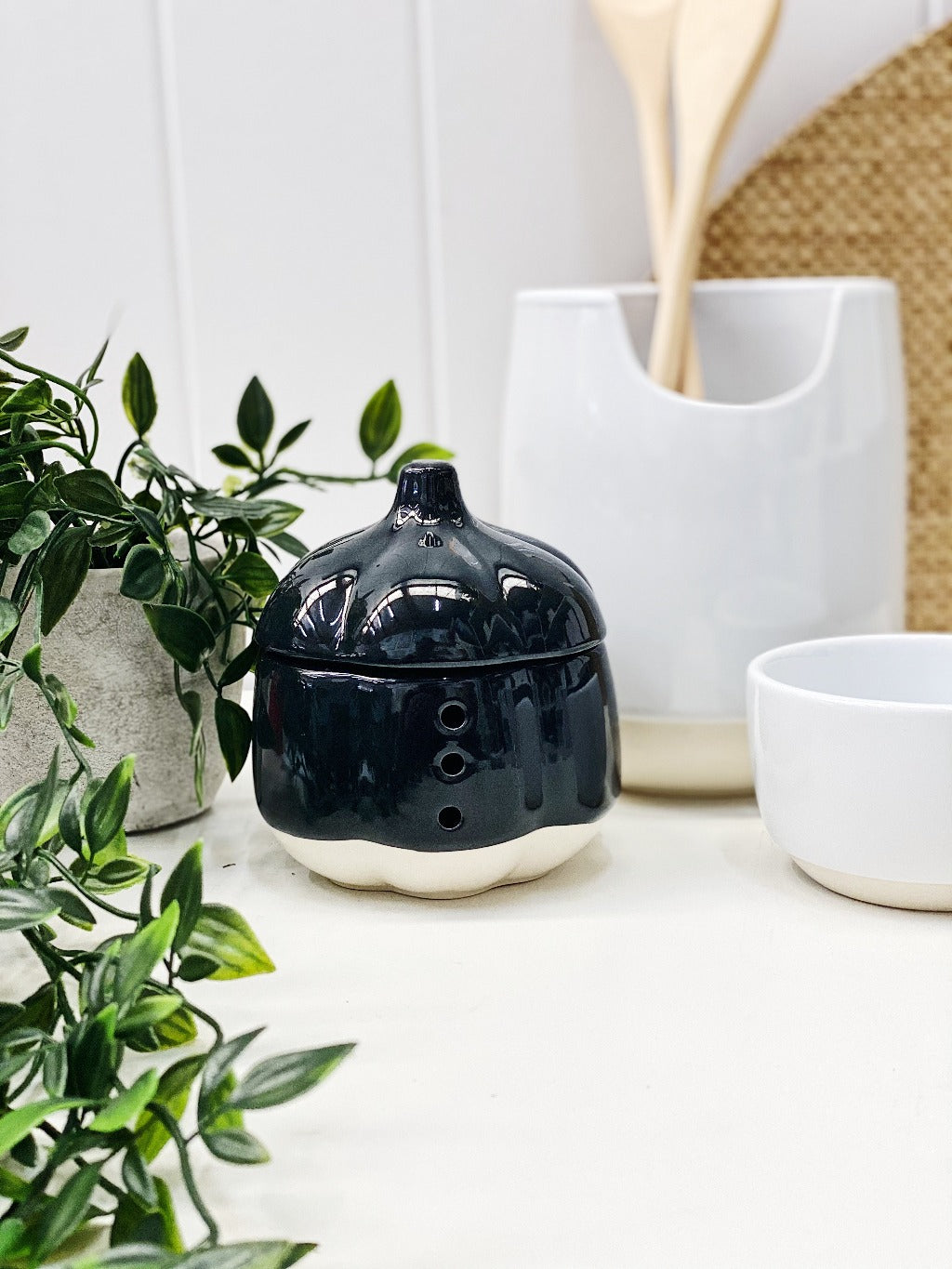Beacon Black 11cm Garlic Keeper - Salt&Pepper - 11x11.5cm - crafted from fine-quality and long-lasting stoneware - Features a removable lid - air holes for ventilation - Dishwasher safe |Bliss Gifts & Homewares - Unit 8, 259 Princes Hwy Ulladulla - Shop Online & In store - 0427795959, 44541523 - Australia wide shipping