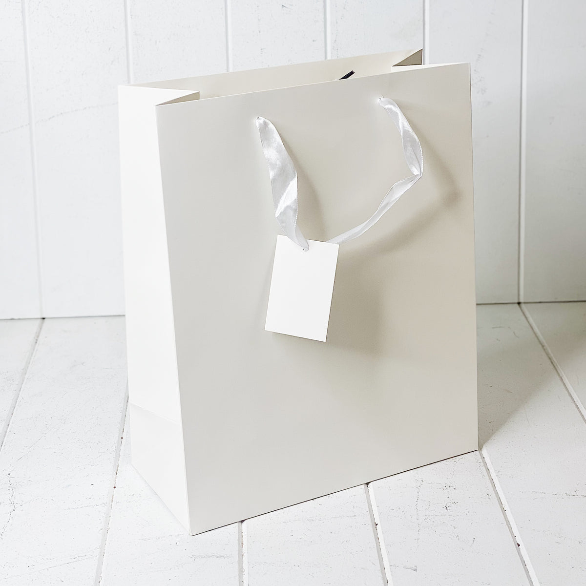 Give your loved ones a gift with our Matte White Gift Bag in Large. Available in multiple sizes to fit your gift perfectly. 26x32x12cm.| Bliss Gifts & Homewares | Unit 8, 259 Princes Hwy Ulladulla | South Coast NSW | Online Retail Gift & Homeware Shopping | 0427795959, 44541523
