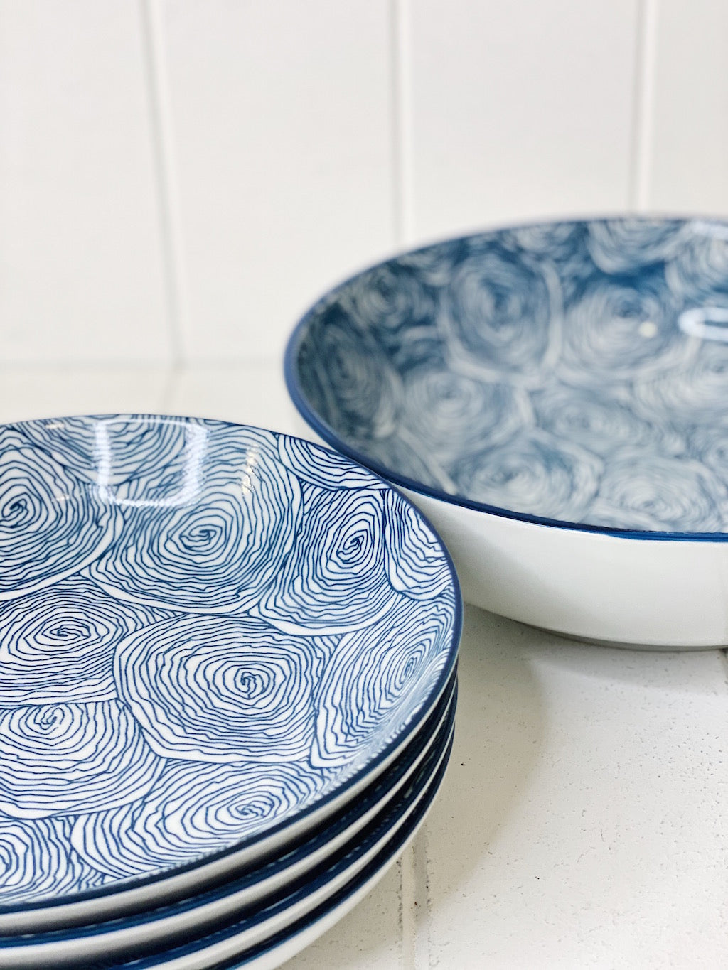 The ceramic Sorento 5 Piece Pasta Set in Navy has everything you need for the perfect Italian night with your friends and family. The large bowl measures approx: 25x7cm The pasta bowls measures approx: 20.5x4cm.| Bliss Gifts & Homewares | Unit 8, 259 Princes Hwy Ulladulla | South Coast NSW | Online Retail Gift & Homeware Shopping | 0427795959, 44541523