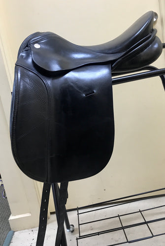 KN Dressage Saddle Black - 17 1/2