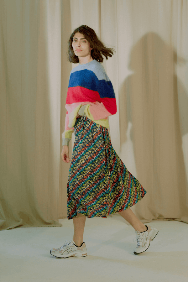 Etre Cecile Silk Printed Rainbow Skirt - Navy Model