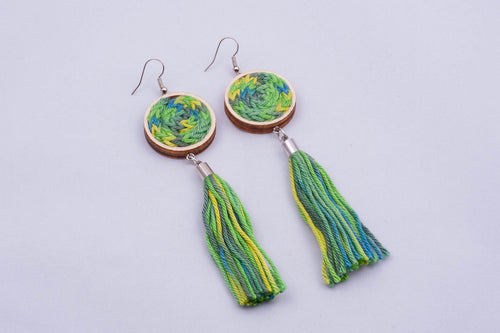 Yarn disk earrings with tassel