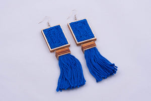 Yarn rectangle earrings with tassel