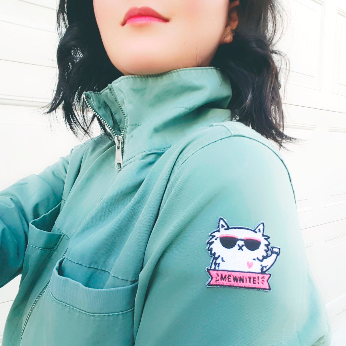Mewnite! - Iron-on embroidered patch with an illustration of cat supporting feminism, women and girl power.