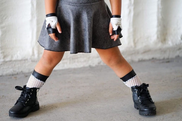 Monochrome Wide Hole Mesh Knee Socks
