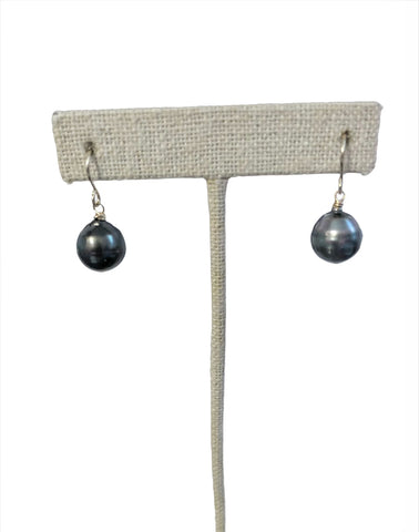 Vea Single Drop Pearl Earring