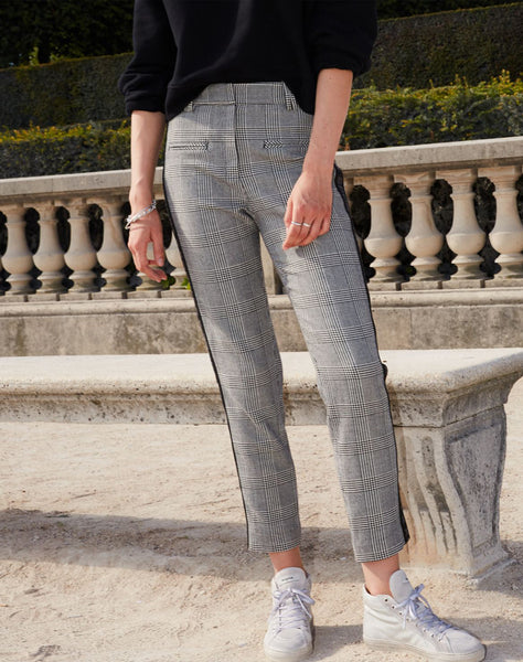 Loose Fit Black Trousers In Houndstooth Print