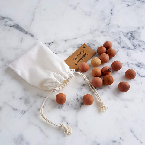 Iris Hantverk Red Cedar Wood Balls - Closet & Drawer Fragrance 15 pcs - Unik by Nature